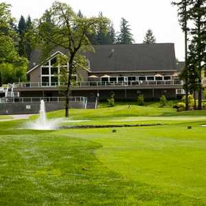 Camas Meadows GC: #18 &amp; clubhouse