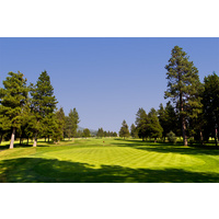 Avoid the left fairway bunker on the opening hole at Big Meadow Golf Course at Black Butte Ranch.
