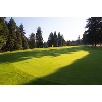Here's a closer look at the 18th green at Rose City Golf Course in Portland, Oregon.